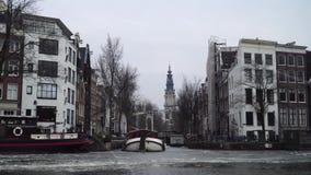 Canal de Amsterdam en hielo almacen de video