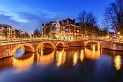 Canal de Amsterdam, los Países Bajos fotos de archivo