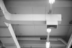 Canal de ar, tubulação de ar na cantina imagens de stock