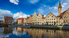 Canal de Ghent e rua de Graslei Ghent, Bélgica Imagens de Stock