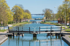 Canal de Gota pendant le ressort en Suède Photographie stock
