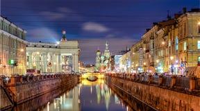 Canal de Griboyedov avec l'église du sauveur sur le sang Spilled photo libre de droits
