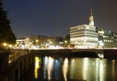 Canal de Hamburgo en la noche fotografía de archivo libre de regalías