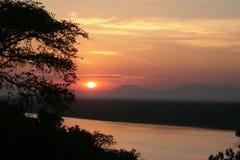 Canal de Kazinga d'ower de coucher du soleil, Ouganda Photographie stock libre de droits