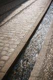 Canal de l'eau de rue à Fribourg, Allemagne Photographie stock libre de droits