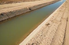 Canal de la irrigación Imágenes de archivo libres de regalías