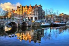 Canal de la mañana de Amsterdam foto de archivo