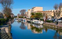 Canal de la Robine渠道在纳莫纳,法国 库存照片
