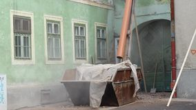 Canal de la ruina al contenedor almacen de metraje de vídeo