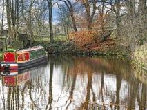 Canal de Leeds Liverpool en Salterforth en el campo hermoso en la frontera de Lancashire Yorkshire en Inglaterra septentrional Fotografía de archivo