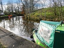 Canal de Leeds Liverpool en Salterforth en el campo hermoso en la frontera de Lancashire Yorkshire en Inglaterra septentrional Foto de archivo libre de regalías