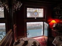 Canal de négligence de pièce de petit déjeuner chez Locanda Orseolo à Venise il images libres de droits