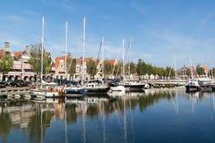 Canal de Noorderhaven en la ciudad vieja de Harlingen, Países Bajos Fotografía de archivo