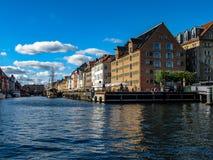 Canal de Nyhavn, em Copenhaga, Dinamarca imagens de stock