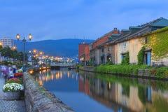 Canal de Otaru, de Japão e armazém históricos, attrac famoso do turista fotografia de stock