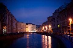 Canal de Pétersbourg de soirée Images stock