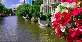 Canal de Países Baixos Amsterdão fotografia de stock