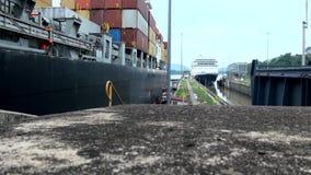 Canal de Panama dans un jour de nuage d'été banque de vidéos