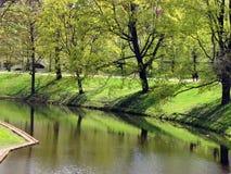 Canal de Pilsetas em Riga imagens de stock royalty free