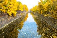 Canal de puente. Foto de archivo