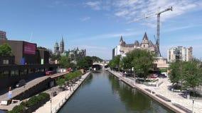 Canal de Rideau à Ottawa, Canada banque de vidéos