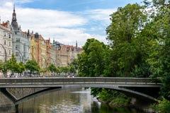 Canal de rivière de Vltava à Prague, ostrov de Slovansky, République Tchèque photos libres de droits