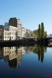 Canal de San Martín en la ciudad de París fotos de archivo