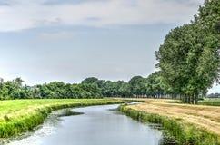 Canal de serpenteo cerca de Zwolle Fotografía de archivo libre de regalías