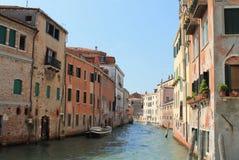 Canal de Veneza, cidade italiana Imagens de Stock