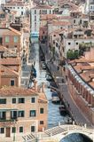 Canal de Veneza e telhados vermelhos Imagem de Stock