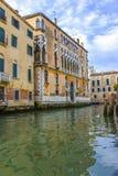 Canal de Veneza em Itália fotos de stock