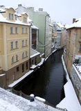 Canal del agua en el invierno Praga Fotos de archivo