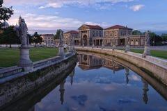 Canal del cuadrado de Valle del della de Prato, Padua, Italia fotos de archivo