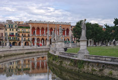 Canal del cuadrado de Valle del della de Prato, Padua, Italia fotografía de archivo libre de regalías