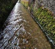 Canal del drenaje Inadvertido pero útil y limpio foto de archivo