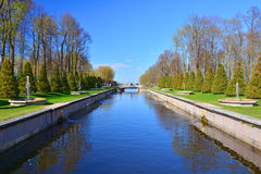 Canal do mar em Peterhof, St Petersburg, Rússia Imagem de Stock Royalty Free