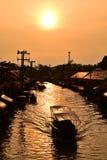 Canal do mercado de Amphawa, o mais famoso do mercado de flutuação e destino cultural do turista Fotos de Stock Royalty Free