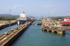 Canal do Panamá, ` de Gatun do ` da entrada da três-câmara imagens de stock