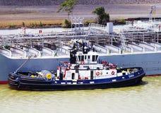 Canal do Panamá, embarcação técnica GUIA reboque imagem de stock royalty free