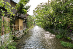 Canal do rio de Shirakawa, Gion foto de stock
