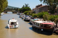 Canal du Midi i Homps, Frankrike royaltyfria bilder