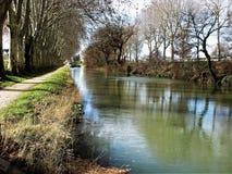 Canal du Midi på Carcassonne i vinter royaltyfri bild