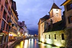 Canal du Thiou, à Annecy, la France Photo libre de droits