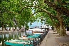 Canal du Vasse και η γέφυρα αγάπης του Annecy, Γαλλία Στοκ Φωτογραφία