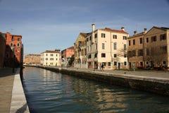 Canal e casas em Veneza Imagem de Stock