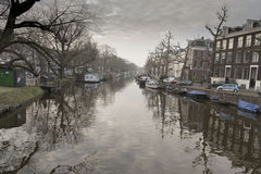 Canal e construções de Amsterdão Imagens de Stock Royalty Free