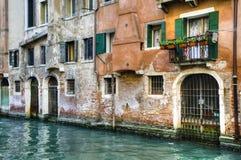 Canal e edifícios velhos, Veneza, Italy fotos de stock
