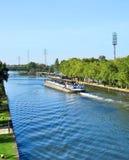 Canal e navio do frete imagens de stock royalty free