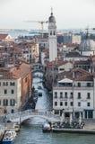 Canal e torre de Veneza Foto de Stock Royalty Free