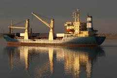 苏伊士CANAL/EGYPT - 2007年1月3日-一般货物船圣 免版税库存图片